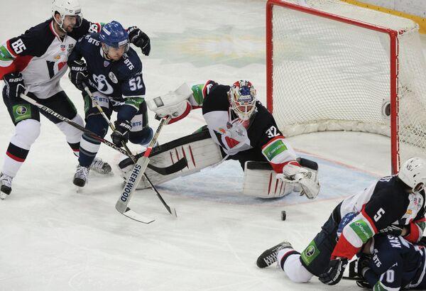 Игровой момент матча Динамо (Москва) - Слован