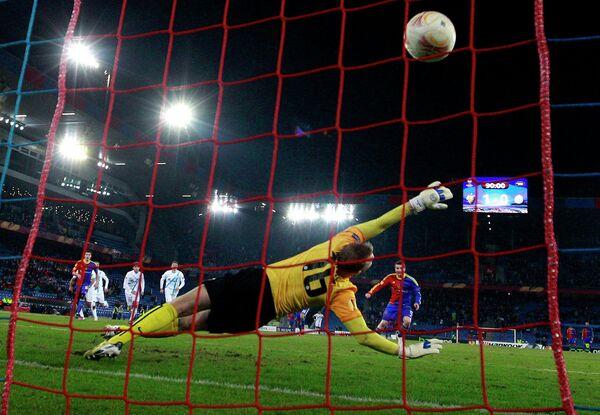 Игровой момент матча Базель - Зенит