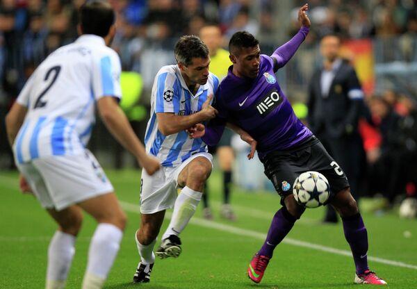 Игровой момент матча Малага - Порту