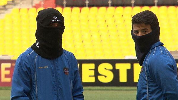 Игроки Леванте тренировались в теплых балаклавах перед матчем с Рубином