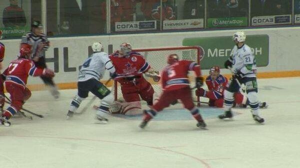 Травма судьи и необычный гол в плей-офф КХЛ: моменты матча ЦСКА – Динамо