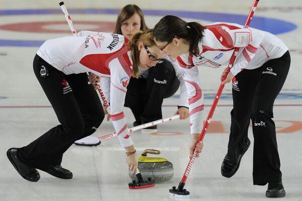 Канадские спортсменки Элисон Кревязюк, Рэйчел Хоман и Лиза Уигл (слева направо)