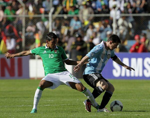 Игровой момент матча Боливия-Аргентина