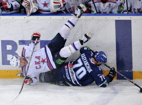 Игровой момент матча Динамо - СКА