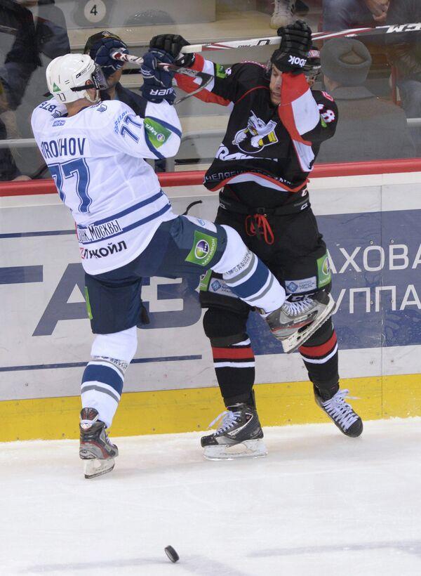 Игровой момент матча Трактор - Динамо (Москва)