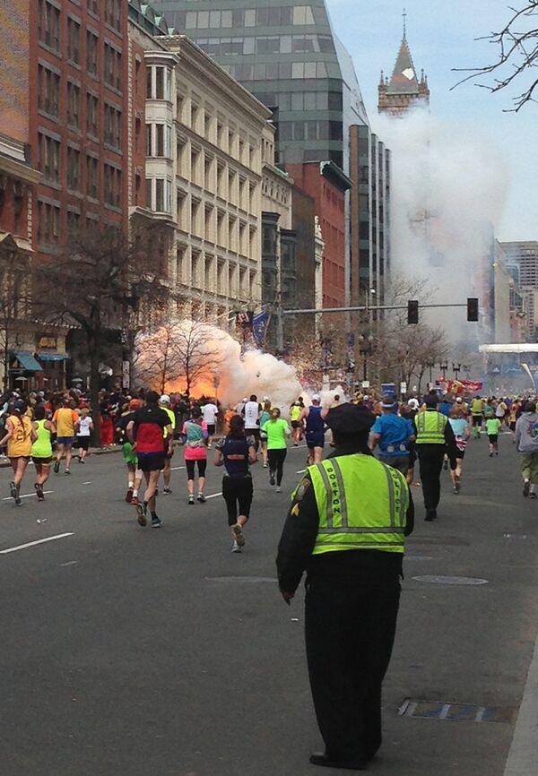 Момент взрыва на Бостонском марафоне