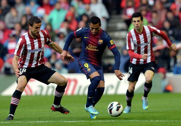 Игровой момент матча Атлетик - Барселона