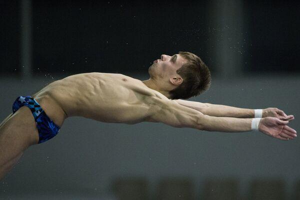 Россиянин Виктор Минибаев выполняет прыжок