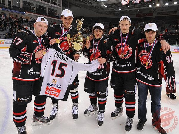 Хоккеисты МХК Омские Ястребы
