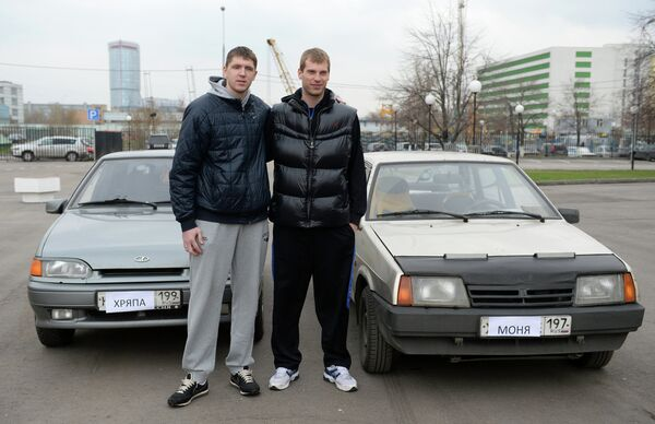 Баскетболист ПБК ЦСКА Виктор Хряпа (слева) и Сергей Моня