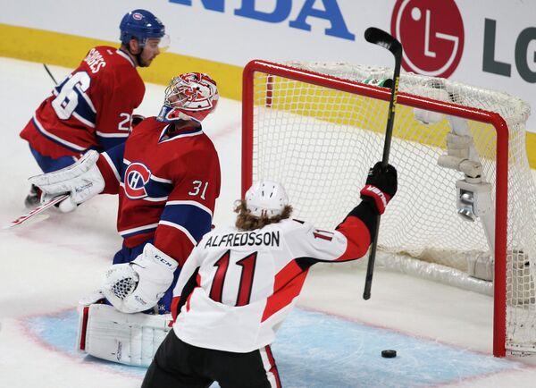Игровой момент матча Оттава - Монреаль