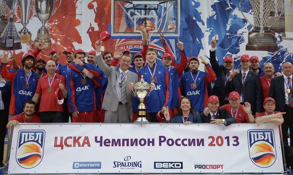 Игроки ЦСКА с Кубком чемпиона России