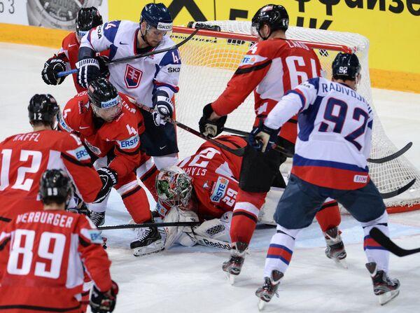 Игровой момент матча Словакия - Австрия