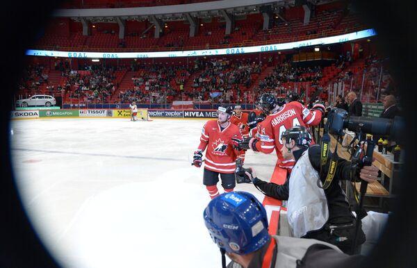 Нападающий сборной Канады Стивен Стэмкос в матче с командой Белоруссии