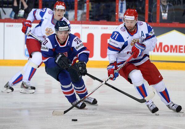 Игровой момент матча Словакия - Россия
