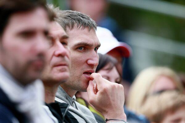 Российский хоккеист Александр Овечкин на трибуне во время Марии Кириленко