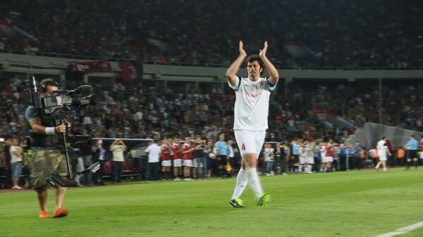 Каладзе уходил с поля под аплодисменты зрителей на прощальном футбольном матче