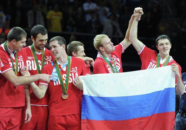 Виктор Хряпа, Никита Шабалкин, Сергей Быков, Дмитрий Хвостов, Антон Понкрашов и Семен Антонов (слева направо)