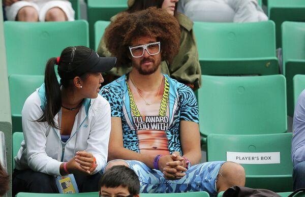 Диджей Редфу, участник дуэта LMFAO, со своей девушкой