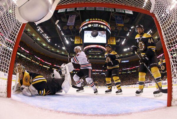 Игровой момент матча Бостон - Чикаго