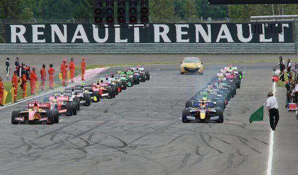 Старт Гран-при в мировой серии Рено. Формула-Renault 3,5