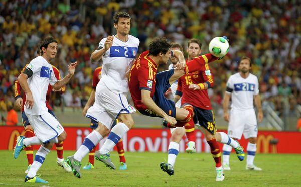 Игровой момент матча Испания - Италия