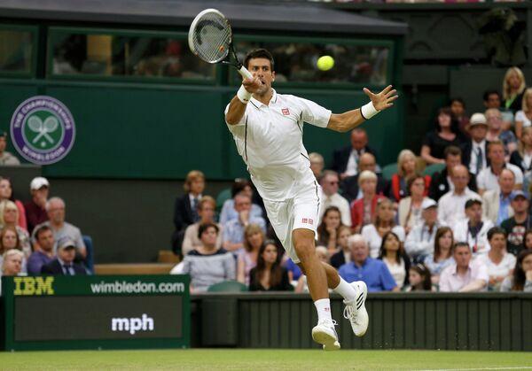 Новак Джокович на корте Всеанглийского клуба лаун-тенниса и крокета