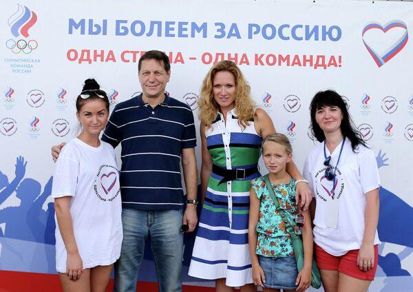 Александр Жуков и Мария Киселева (в центре)