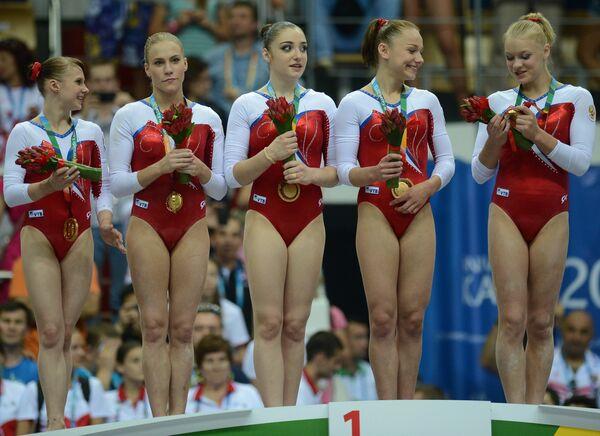 Российские спортсменки, завоевавшие золотые медали во время соревнований по спортивной гимнастике в женском командном зачете на XXVII Всемирной летней Универсиаде 2013 в Казани