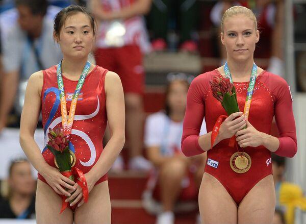 Ксения Афанасьева (Россия) и Хон Ун Чжон (КНДР)