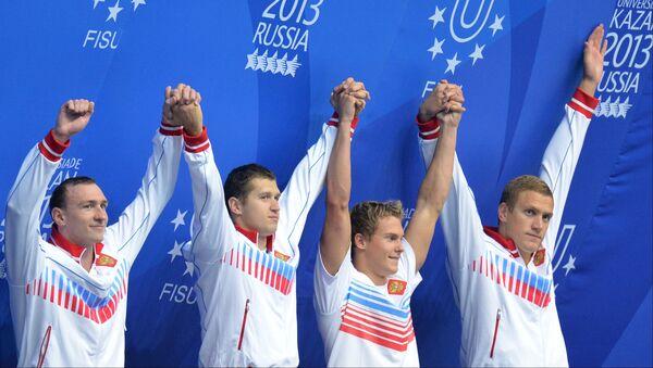 Команда России, завоевавшая золотые медали в финальных соревнованиях по плаванию на дистанции эстафеты 4х100 м комплексом