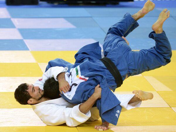 Арсен Галстян (слева) и Синдзи Кидо (Япония)