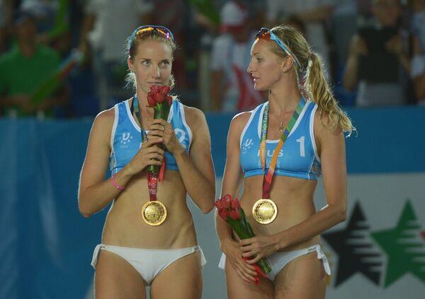 Российские спортсменки Екатерина Хомякова (справа) и Евгения Уколова