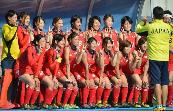 Игроки сборной Японии после окончания матча за бронзовые медали женского турнира по хоккею на траве