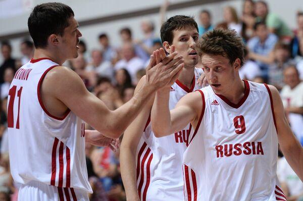 Игроки сборной России Семен Антонов, Сергей Карасев и Дмитрий Кулагин (слева направо)