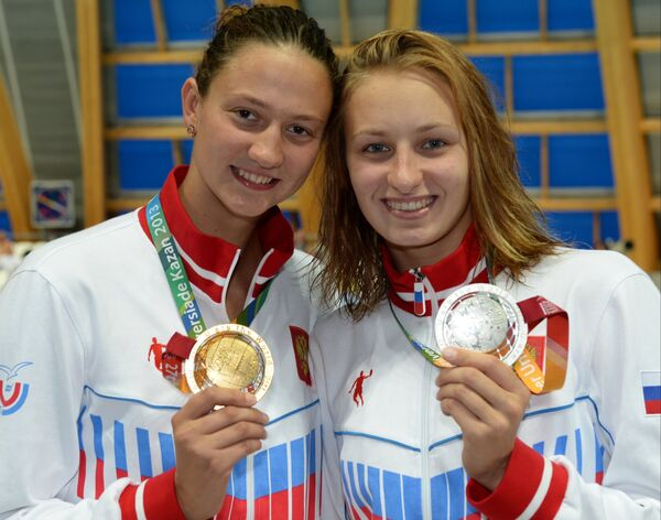 Виктория Андреева и Вероника Попова (слева направо)