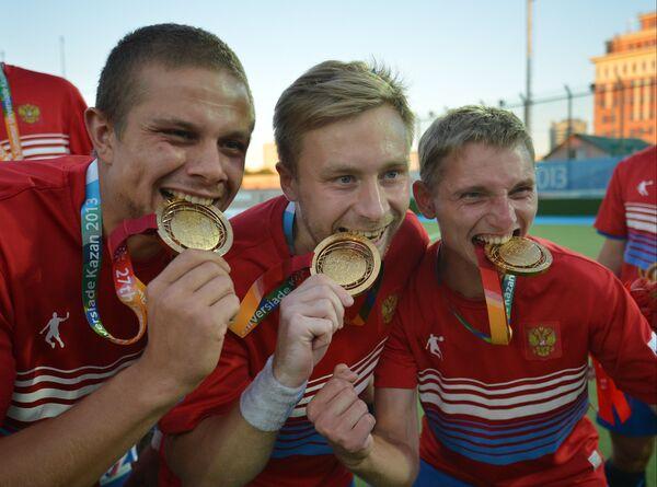 Российские спортсмены, завоевавшие золотые медали мужского турнира по хоккею на траве
