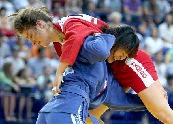 Россиянка Анастасия Валова (в красном) и китаянка У Сяохун