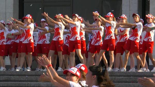 """Около 500 волонтеров Универсиады участвовали в флешмобе """"Танцуй за победу!"""""""