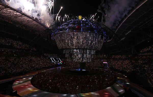 Погашение огня во время церемонии закрытия XXVII Всемирной летней Универсиады 2013