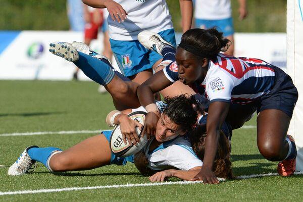 Игровой момент матча между сборными командами Великобритании и Италии