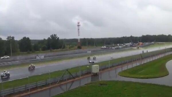 Зритель ЧМ по супербайку снял момент аварии с итальянским гонщиком
