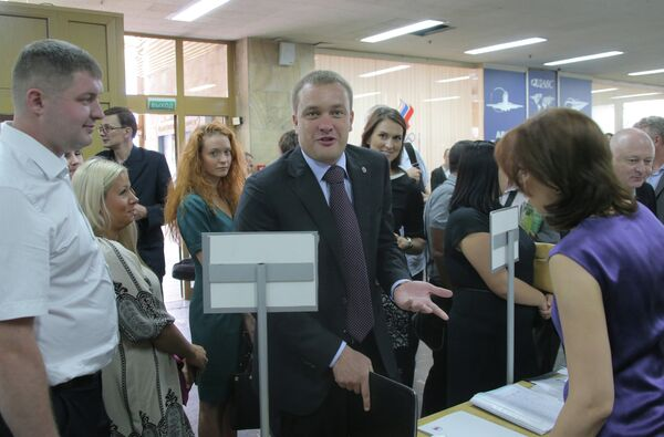 Андрей Ватутин (в центре) на избрании президента Российской федерации баскетбола