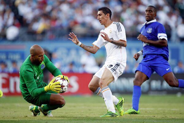 Игровой момент матча Реал - Эвертон