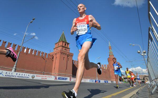 Алексей Соколов во время марафонского забега на чемпионате мира