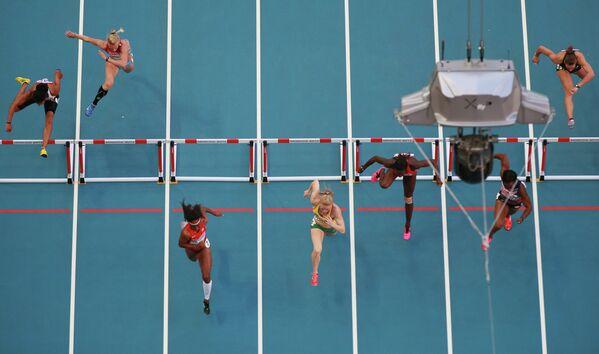 Финальный забег на 100 метров с барьерами среди женщин