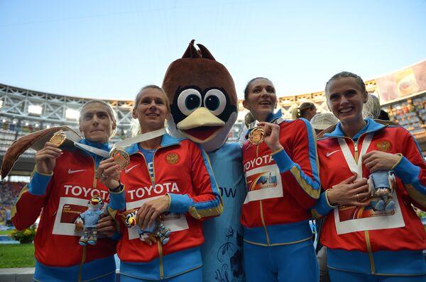 Антонина Кривошапка, Юлия Гущина, Татьяна Фирова и Ксения Рыжова (слева направо)
