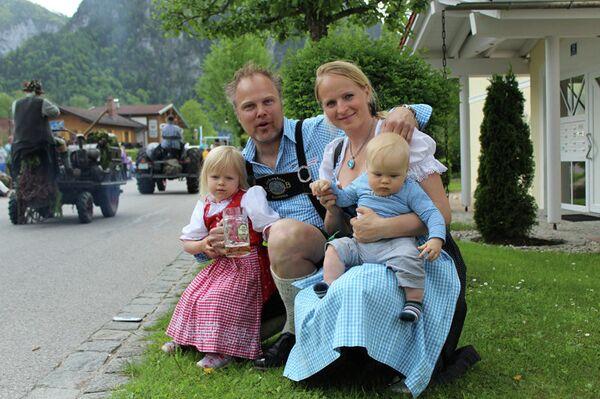 Марникс Вибердинк и Светлана Кайкан с детьми