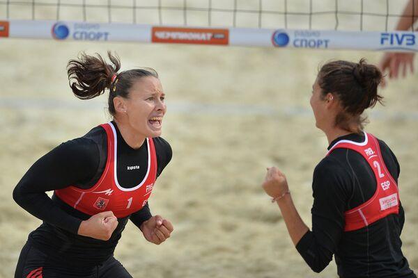 Игроки сборной Испании Лилиана Фернандес Стейнер и Ельза Бакерисо МакМиллан
