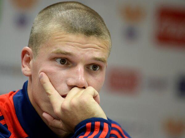 Полузащитник сборной России по футболу Игорь Денисов